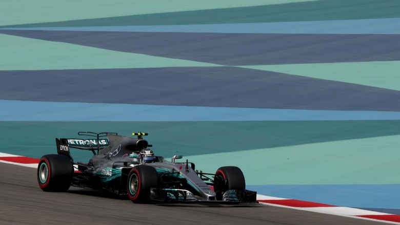 Bottas Rebut Pole, Mercedes Start 1-2