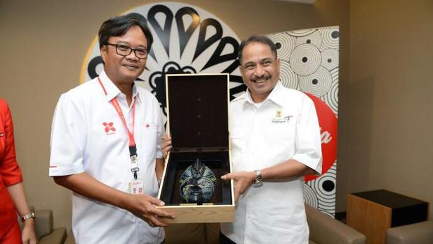 Menteri Pariwisata Arief Yahya dalam kunjungan ke kantor AirAsia (dok Kemenpar)