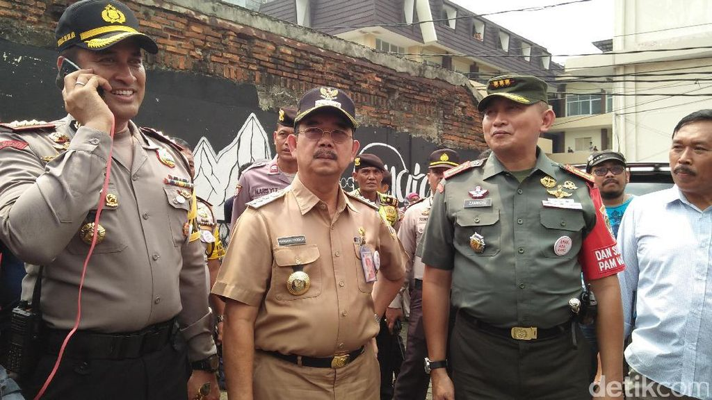 Wali Kota dan Kapolres Jakpus Tinjau TPS 17 Petamburan