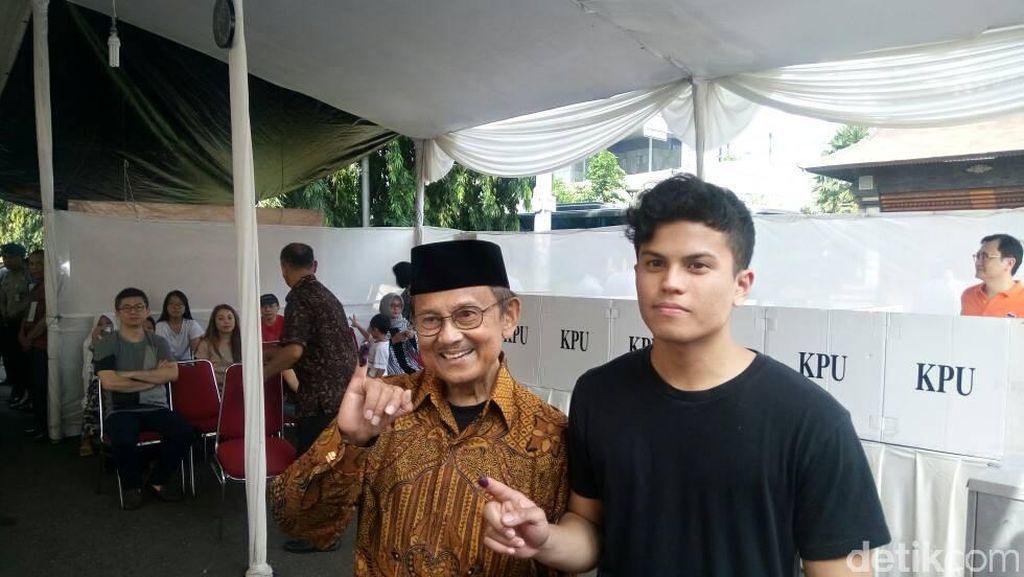Habibie Ajak Cucu Nyoblos di Pilkada DKI Jakarta Putaran Dua