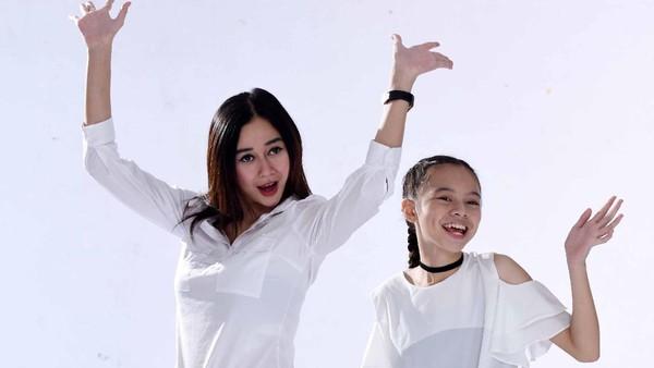 Avrilla Sigarlaki Bangga Bintangi Video Klip Lagu Anak