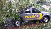 Hujan Badai di Bandung, 9 Mobil Tertimpa Pohon dan Reklame