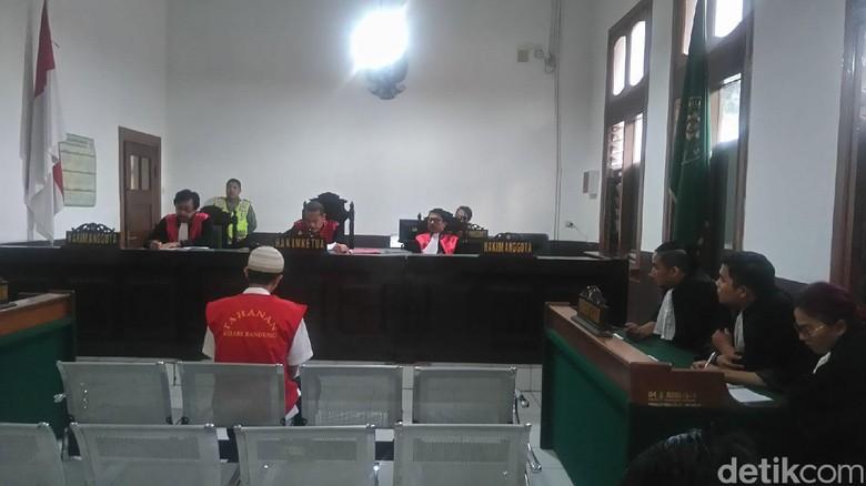 Pedagang Cilok Pembunuh Pasutri di Bandung Divonis 14 Tahun Bui