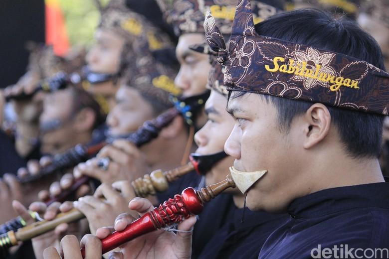 100 Peniup Tarompet Sunda di Kabupaten Bandung Pecahkan Rekor MURI