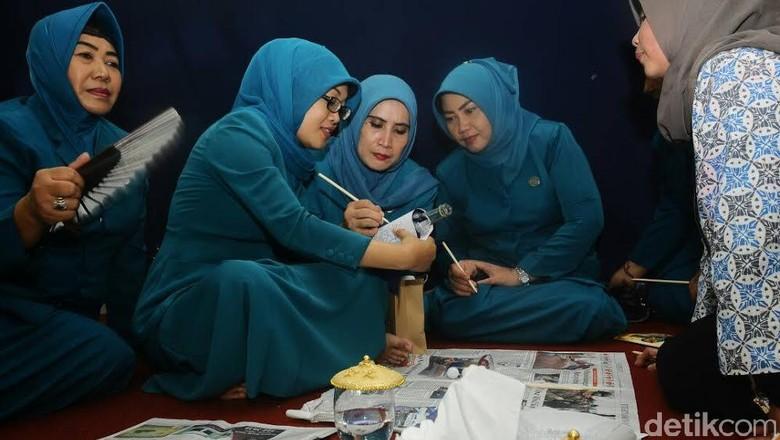 Hari Kartini, Ibu-ibu PKK di Pasuruan Diajari Manfaatkan Sampah
