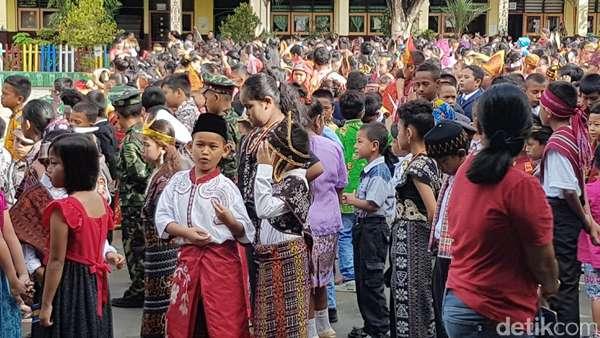 Kemeriahan Hari Kartini di Upacara Sekolah di Jayapura