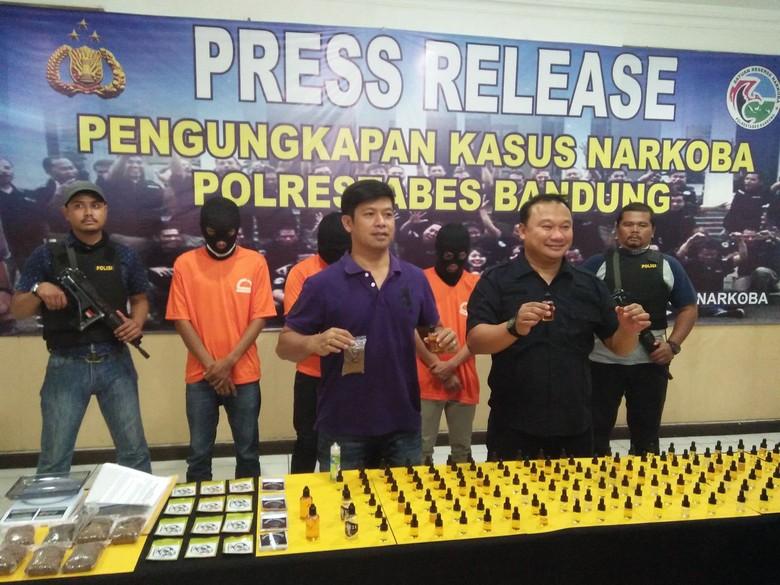 Polisi Bongkar Peredaran Liquid Ganja Sintetis di Bandung