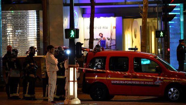 Situasi di lokasi penembakan Champs Elysees, Paris