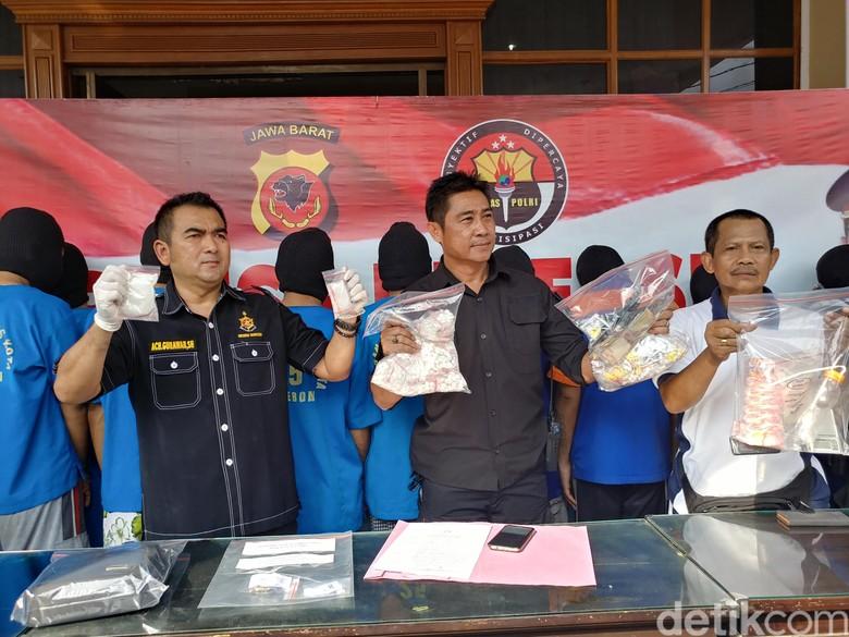 Ringkus 10 Pengedar, Polisi Sita Sabu Senilai Rp 300 Juta