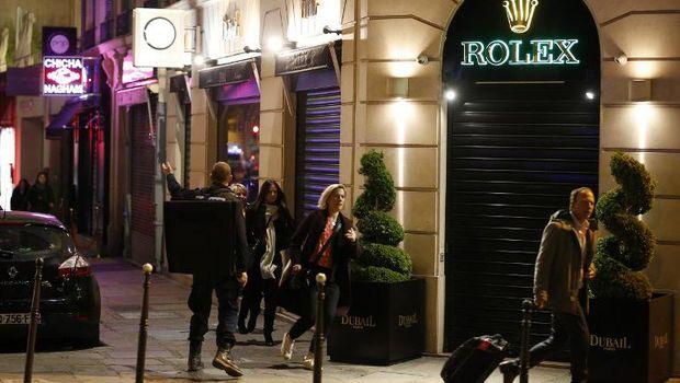 Situasi di kawasan Champs Elysees usai penembakan