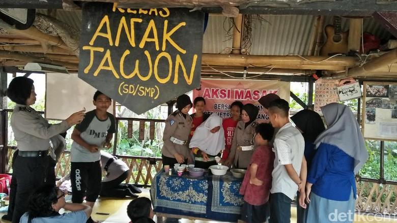 Roemah Tawon, Tempat Pengamen Tangerang Mendidik Anak Jalanan