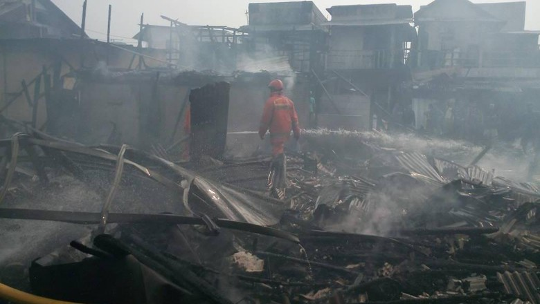 Kebakaran di Penjaringan, 13 Mobil Damkar Diterjunkan