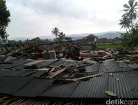 Puting Beliung Rusak Kandang Ayam dan Rumah Warga di Sukabumi