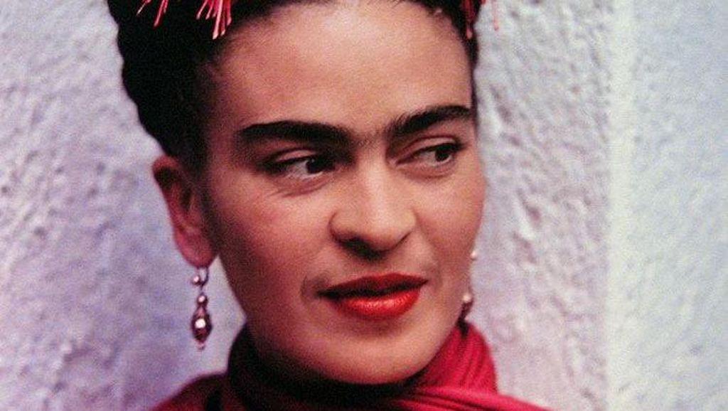 Rahasia di Balik Gaya Nyentrik Pelukis Frida Kahlo