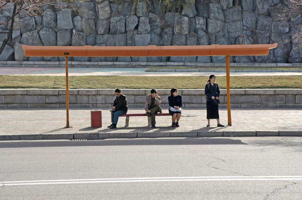 Kalau ini adalah halte bus di Pyongyang yang lebih sederhana. Foto: Hufpost