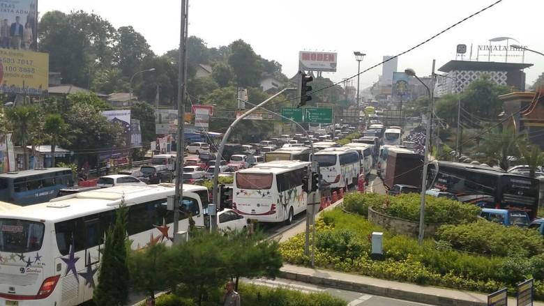 Long Weekend, Polisi Berlakukan Satu Arah di Puncak Bogor