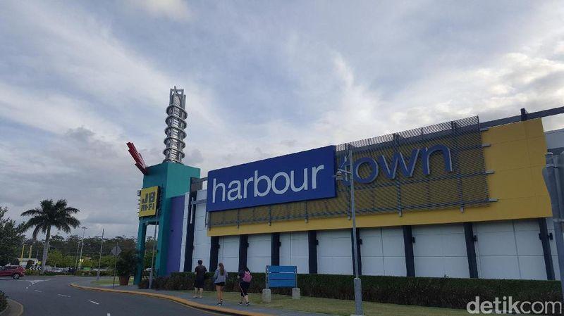 Liburan ke Gold Coast, Australia, traveler tidak hanya main ke pantai. Ada beberapa tempat belanja, salah satunya mal Harbour Town yang banyak diskon (Fitraya/detikTravel)