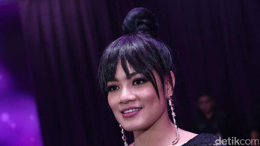 Gaun Pink Titi Kamal