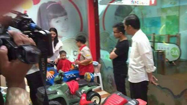 Cerita Saat Jokowi Temani Cucu Cukur Rambut di GI
