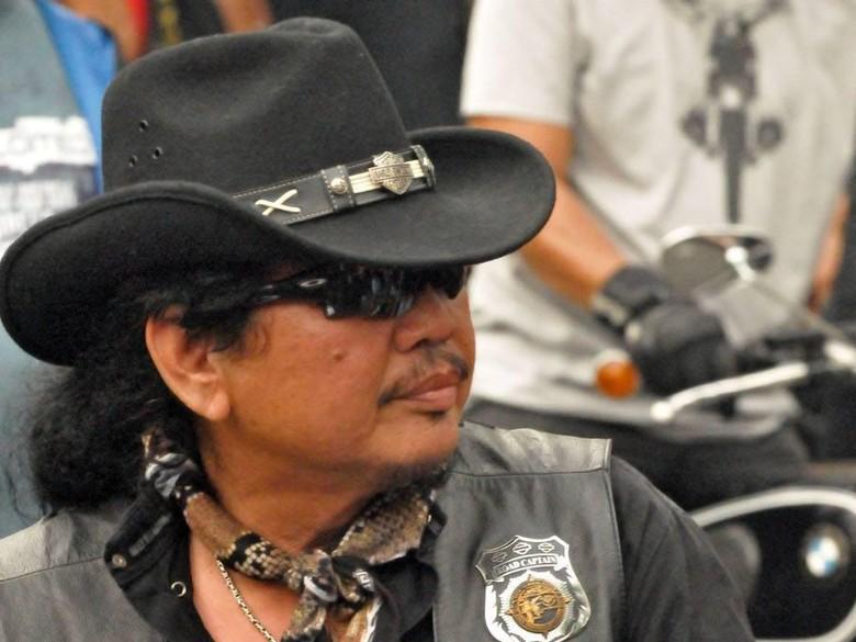 Bambang Gondrong, Hobi Touring Moge Lintasi Jalan Berbahaya Dunia