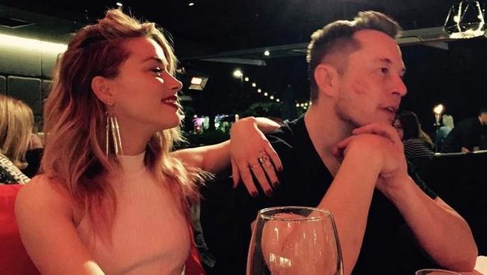 Kebersamaan Elon Musk dan Amber Heard (Foto: Instagram/elonmusk)
