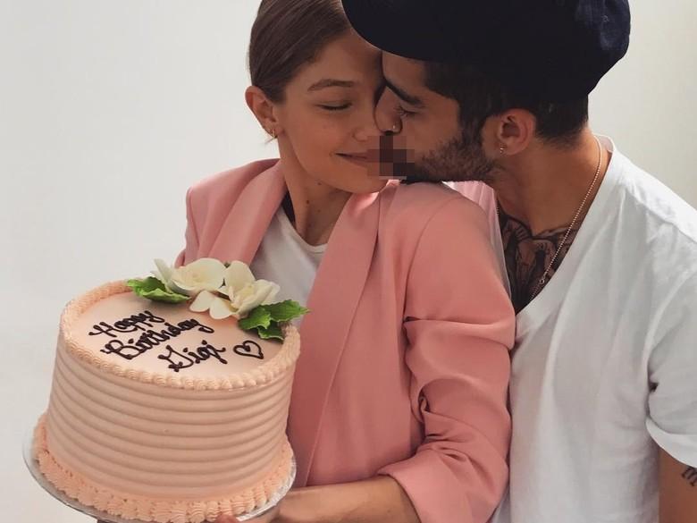 Zayn Malik Rayakan Ultah ke-22 Gigi Hadid dengan Ciuman Mesra