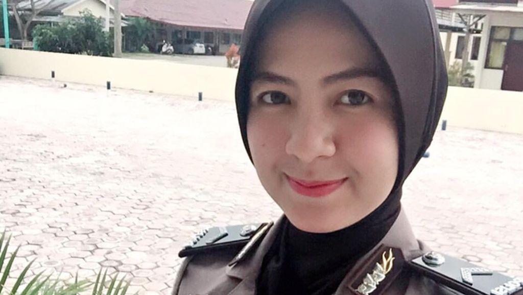 Foto: Manisnya Nurul Arifin, Polwan Berhijab Aceh Populer di Instagram