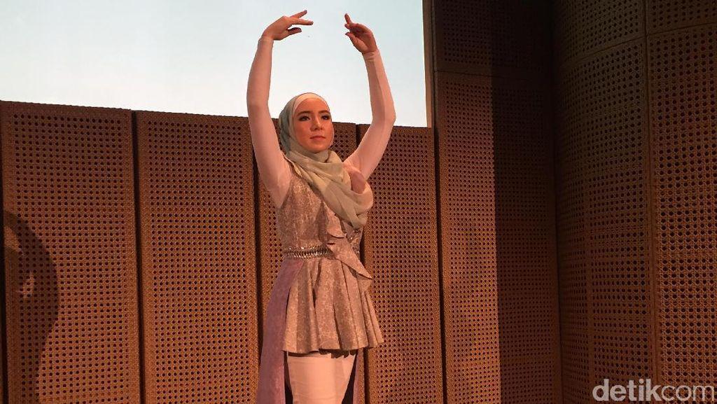 Cantiknya Stephanie Kurlow, Balerina Hijab Pertama Datang ke Jakarta