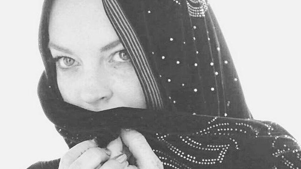 Lindsay Lohan Ucapkan Selamat Idul Fitri