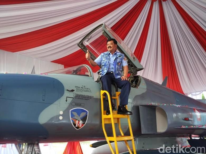 Jokowi Dinilai Tepat Tunjuk Marsekal - Jakarta Direktur Imparsial Al Araf menyambut baik penunjukan Marsekal Hadi Tjahjanto menjadi pengganti Panglima TNI Jenderal Gatot Langkah