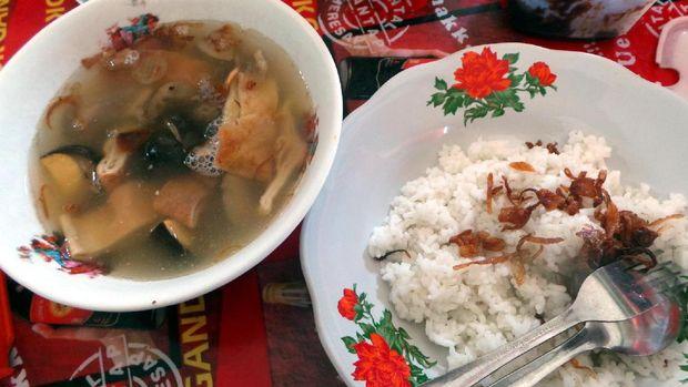 Seporsi timlo dan sepiring nasi (Wahyu/detikTravel)