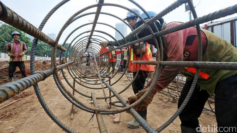 Begini Kesibukan Pekerja Proyek Underpass Mampang-Kuningan