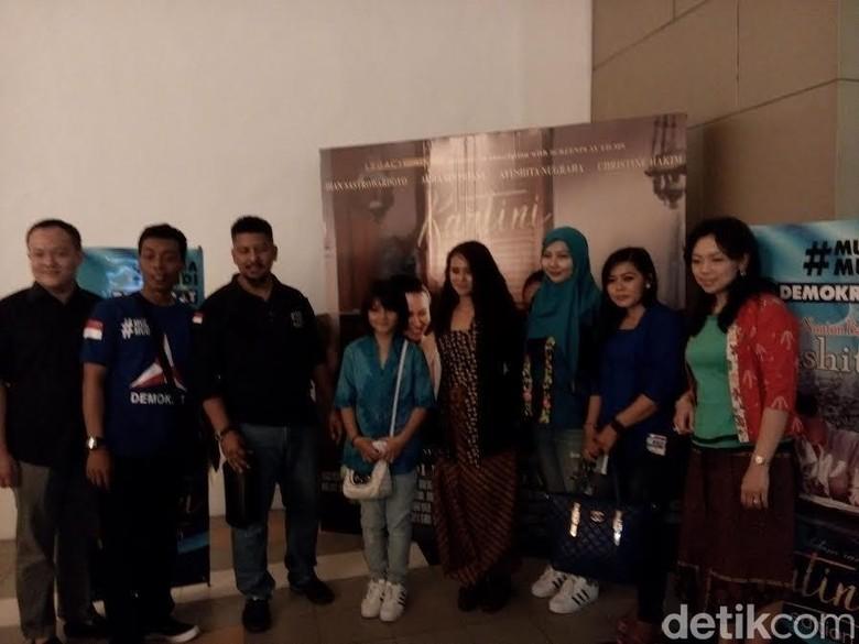 Animo Penonton Film Kartini di Surabaya Tinggi