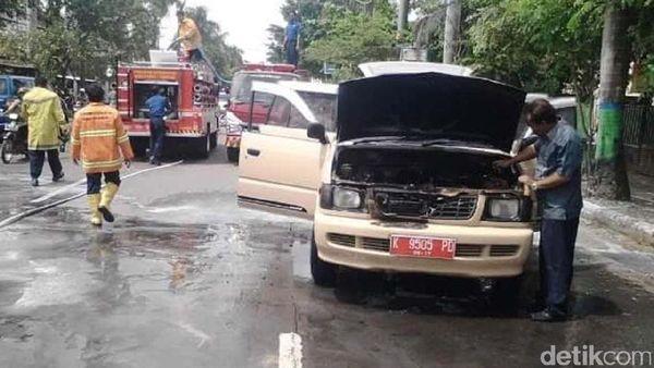 Mobil Pelat Merah Milik Kwarcab Rembang Terbakar
