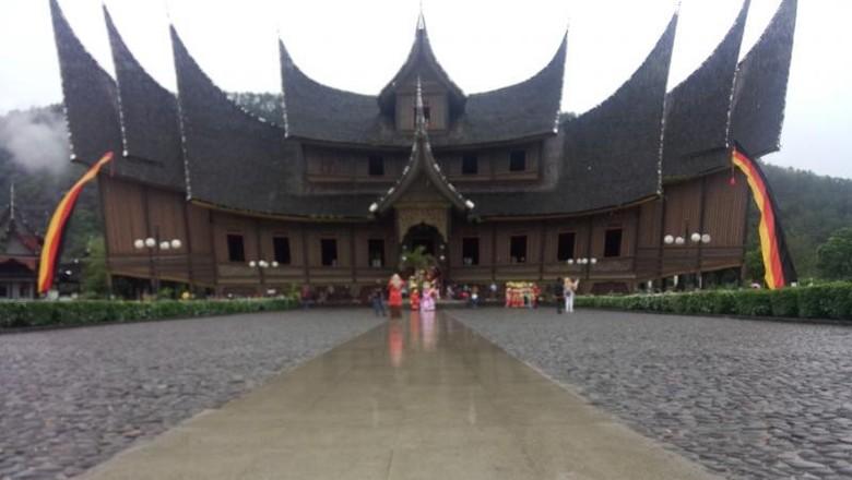 Istano Basa Pagaruyung, Sumatera Barat (Arief Kas/dTraveler)