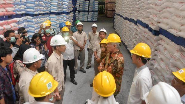 Mendag Enggar di pabrik gula