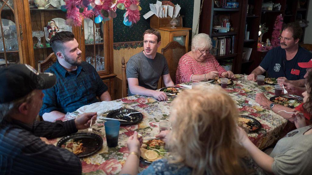 Keluarga Ini Terkejut Zuckerberg Mendadak Nimbrung Makan