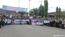 Ratusan Buruh Cilacap Gelar Aksi Damai di Alun-alun
