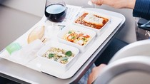 Ternyata Hanya 2 Makanan Ini yang Paling Baik Disantap di Atas Pesawat