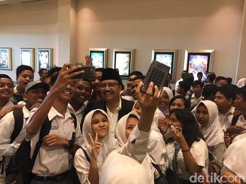 Peringati Hardiknas, Ribuan Pelajar SMA Nonton Bareng Film Kartini