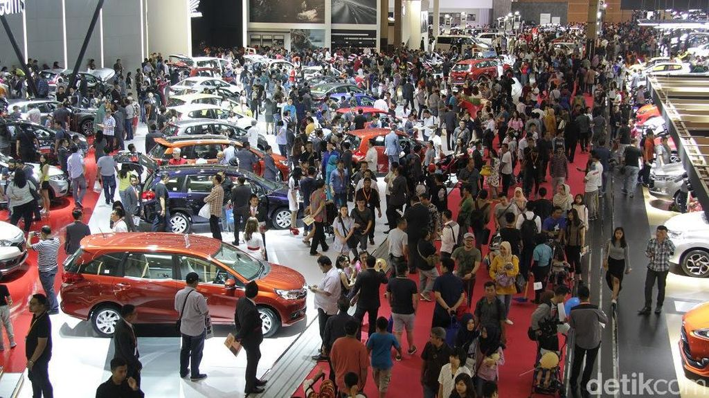 Dolar AS Hampir Rp 14.000, Harga Mobil Bakalan Naik?