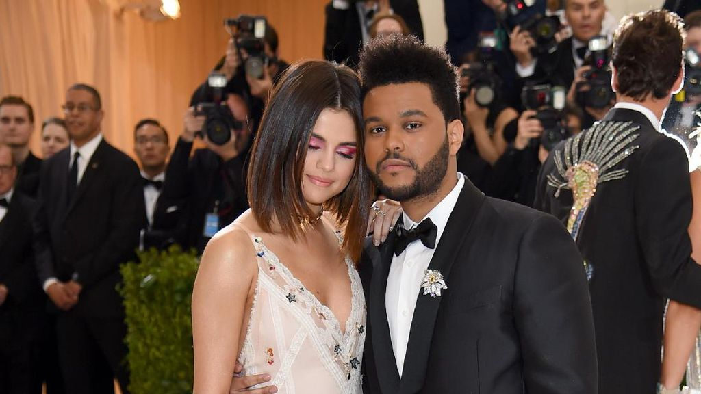 Kata Ibu Selena Gomez Soal Asmara Anaknya dengan The Weeknd