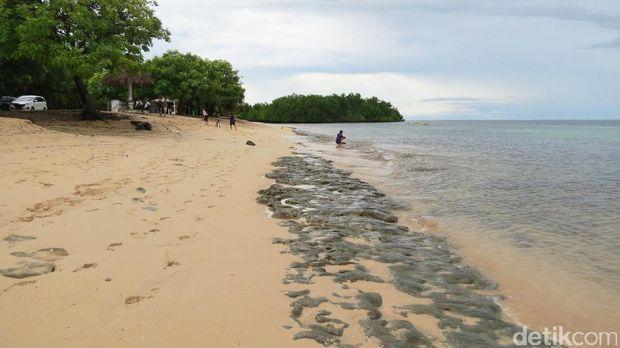 Bebatuan karang di tepi pantai (Fitraya/detikTravel)