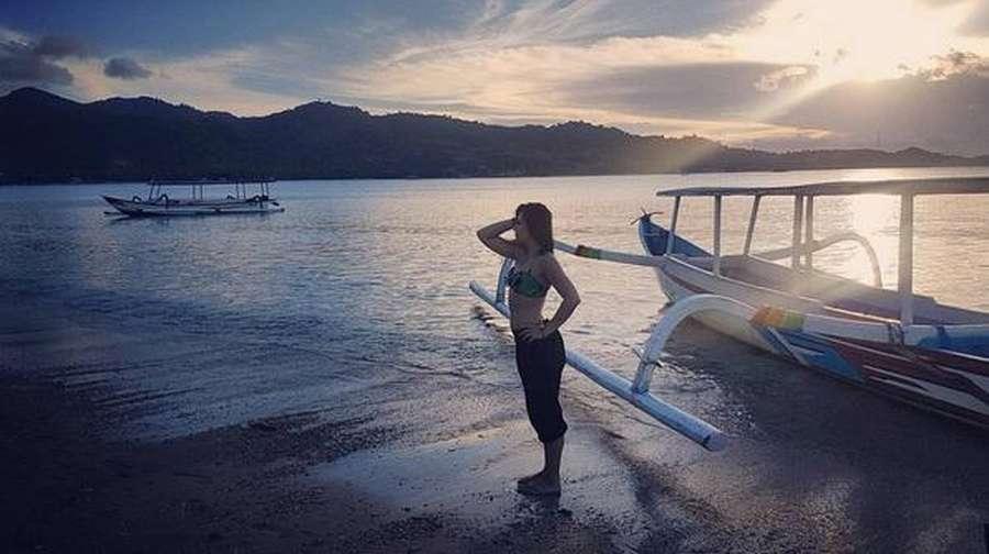 Yuk, Intip Foto Liburan Wulan Guritno dan Shaloom Razade di Lombok!