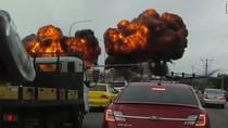 Pesawat Jatuh ke Jalanan Sibuk di AS, Picu Bola Api