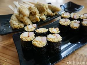 Warunk Exito: Mie Instan Bertransformasi Jadi Sushi dan Sate Gulung