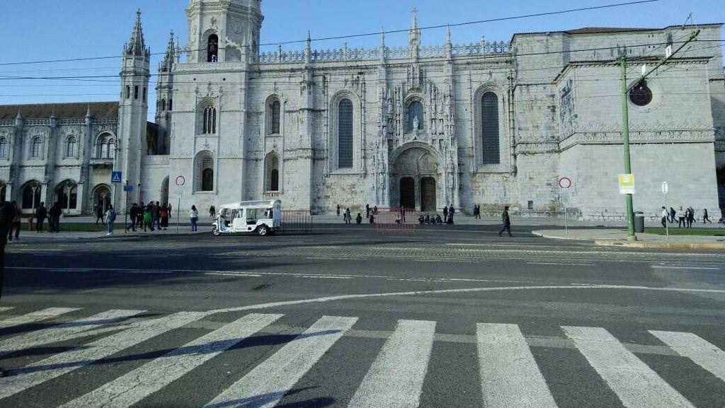 Melihat Jeronimos, Tempat Pengembara Vasco da Gama Portugal Berdoa