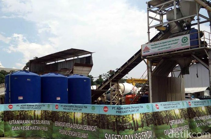 Mengintip Pabrik Beton LRT Adhi Karya di Sentul