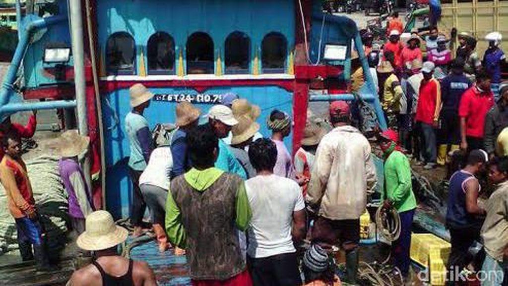 Nakhoda Kapal di Rembang Meninggal Keracunan Bau Busuk Ikan