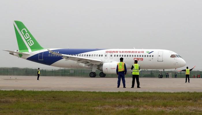 Pesawat C919 buatan China. Foto: Reuters